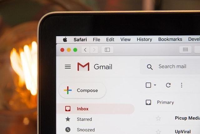 ¿Qué puedo hacer si mis correos llegan a Spam o no llegan?
